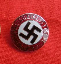 ナチス党員章バッチ