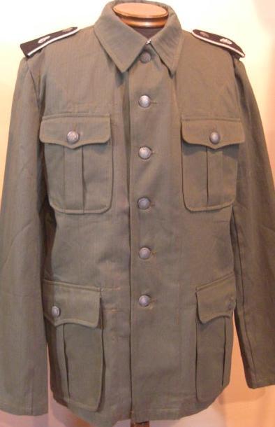 M40HBT野戦綿服 (WSS肩章廉価版つき黒台)