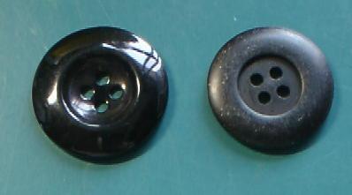 黒大サイズ4穴樹脂ボタン