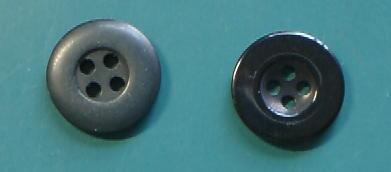 黒中サイズ4穴樹脂ボタン