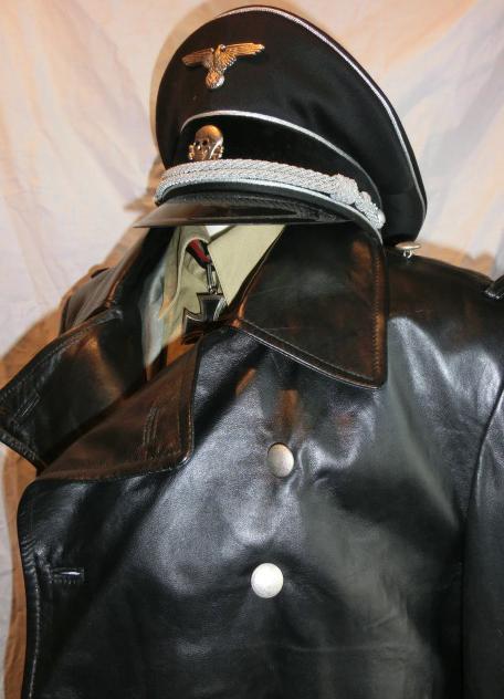 黒革ロングコート