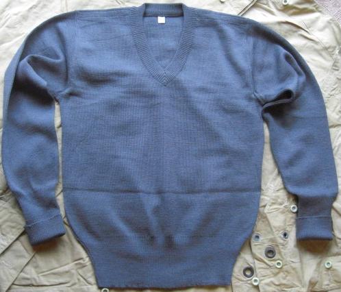 Vネックグレーセーター